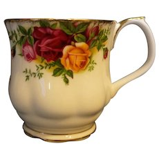 Royal Albert Old Country Roses Footed Scalloped Mug Montrose Shape