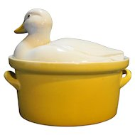 Hall Carbone Duck Covered Oval Baker 2 Qt Yellow White