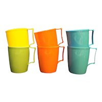 Colonial Plastics Mfg 6 Cups Blue Orange Yellow Green Picnic