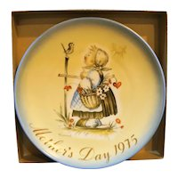 Schmid Hummel 1975 Mother's Day Plate Message of Love