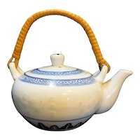 Jingdezhen Blue White Rice Grain Porcelain Mini Tea Pot Bamboo Handle