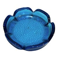 Viking Art Glass Bluenique Brilliant Electric Blue Pebbled Glass Flower Daisy Ashtray