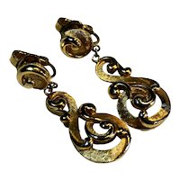 Crown Trifari Etruscan Gold Tone Swirl Drop Clip Earrings