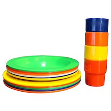 Ingrid Chicago Rainbow Primary Picnic Ball Dishes Set Plates Bowls Cups