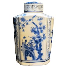 Chinese Porcelain Hand Painted Blue White Bottle Jar
