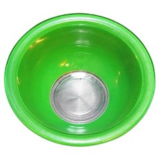 Pyrex 322 1 L Bright Kelly Green on Clear Mixing Bowl