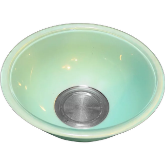 Pyrex 325 2.5 L Pale Mint Green on Clear Mixing Bowl
