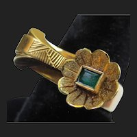 Unique 1940's 18K Gold Emerald Vintage Flower Ring
