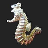 Delightful Vintage 18K Gold Seahorse Pendant