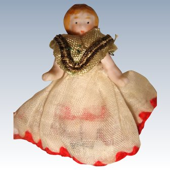 Tiny hertwig doll well dressed