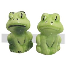 Frogs Sitting Upright Salt and Pepper Set