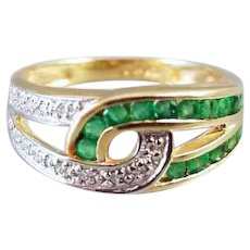 Modern estate 10k two tone yellow and white gold channel set emerald and diamond intertwined band ring, size 7