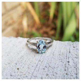 Modern estate 14K white gold oval 1.25 carat aquamarine solitaire ring, size 7-1/2