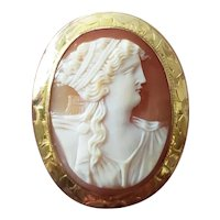 Antique Edwardian 10k gold Terpsichore goddess of music cameo brooch pin