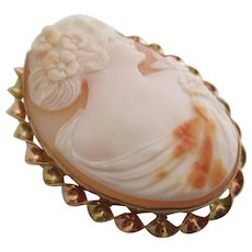 Ladies 14kt Victorian shell cameo pin / pendant.