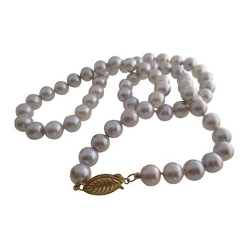 Ladies vintage 14kt yg silver Akoya cultured pearls.