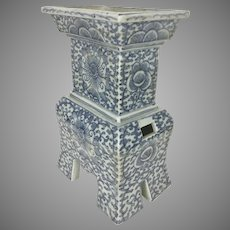 Antique Chinese Blue White Porcelain 4 Legged Censer Qing Dynasty Floral Pattern