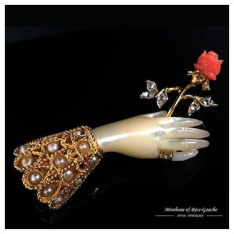 Rare 18k gold Victorian antique hand brooch, holding a rose