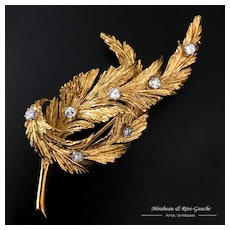 18k Gold leaves brooch setted with seven brilliant cut diamonds of about 0.10 carat each, 18.8g