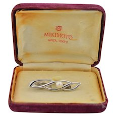 Boxed Mikimoto Sterling silver & Pearl infinity Tie Clip