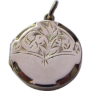 Antique 9ct gold front and back decorative locket