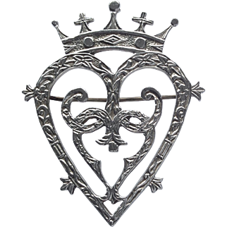 Vintage Scottish silver Luckenbooth heart brooch