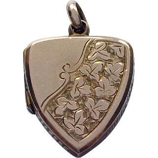Petit antique 9ct gold locket with ivy leaf decoration