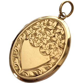 Antique 9ct gold locket decorated in ivy leaves