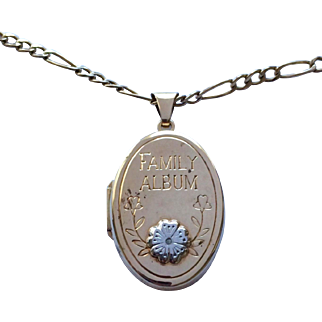 Vintage 9ct gold 6 photo diamond locket and 9ct gold chain