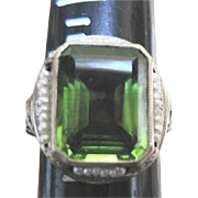 Ladies peridot solitaire made of 14k white gold filagree and surrounded by natural seed pearls