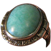Ladies beautiful 14k hallmarked yellow gold and natural jade ring from the 1940's small pinky size 4 1/2