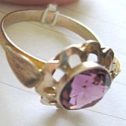 Vintage 10k yellow gold fushia colored glass jewel ladies ring size 7 1/2