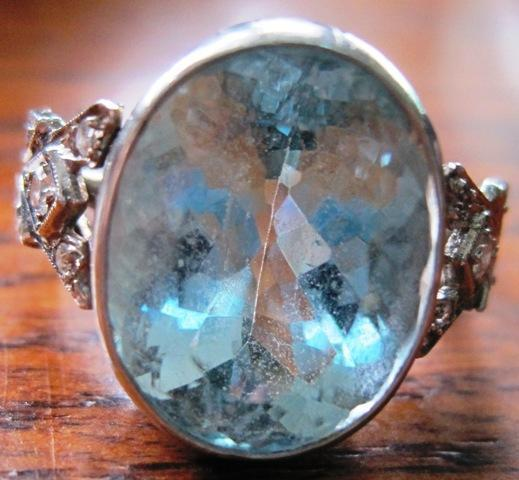 Platinum hallmarked weighing 10.00 grams ring set wih one oval natural aquarmarine beryl 8.95 carat and 0.15 diamonds G-H