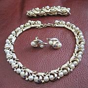 Terrific vintage costume jewelry Trifari set includes necklace bracelet earrings