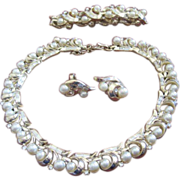 Terrific vintage costume jewelry Trifari set includes necklace bracelet earrings