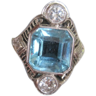 Vintage Ladies 18k white gold aquamarine and diamond ring