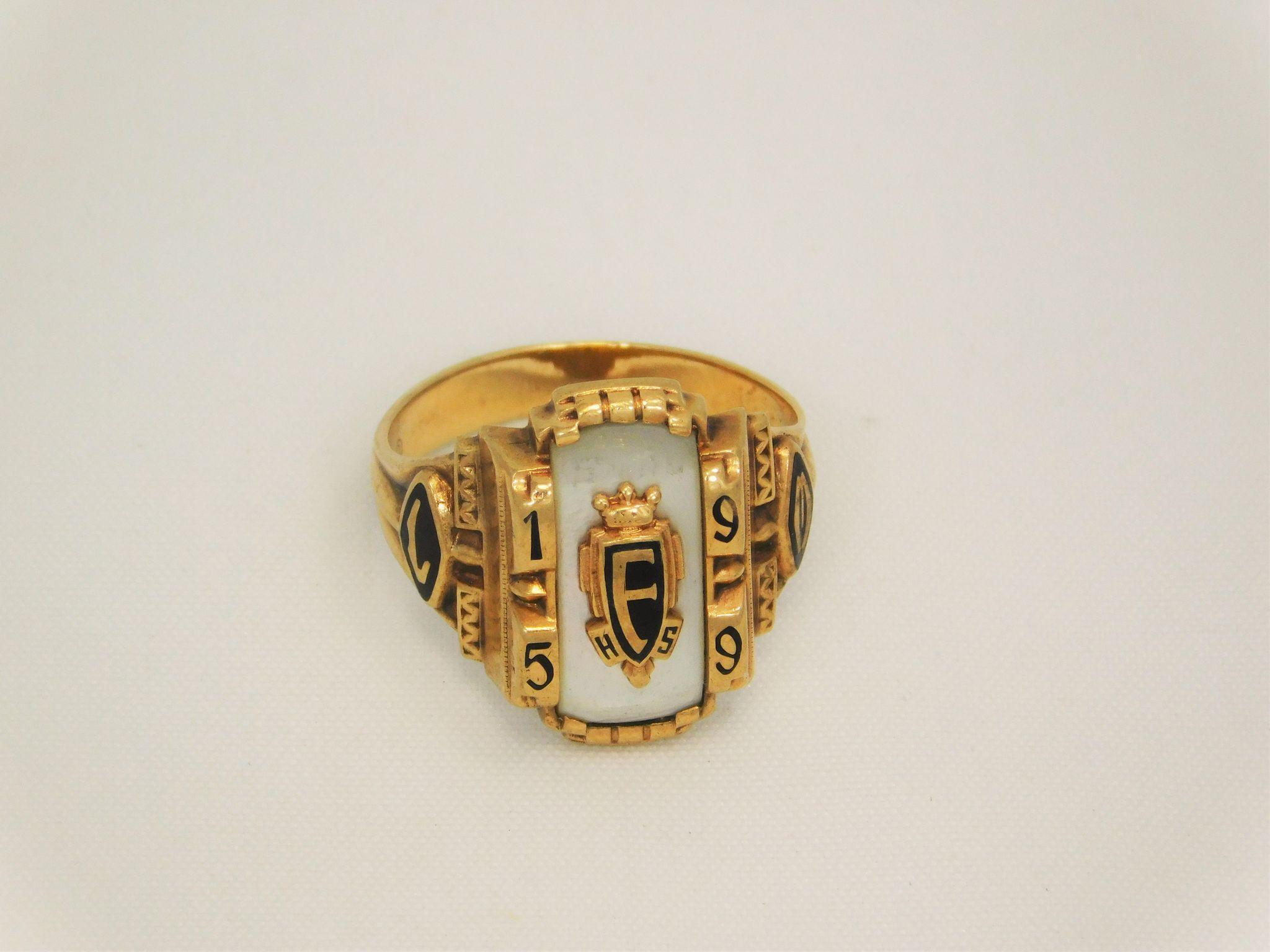 """Vintage 10k """"F"""" Signet High School Class Ring 1959 from susieantiqu"""