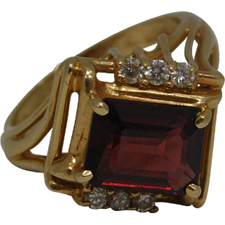 Red Garnet With 6 Diamond Chips 14K Yellow Gold