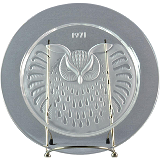 """Lalique Crystal Annual Plate, 1971 Hibou """"Owl"""" Annual Plate"""