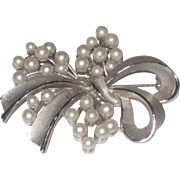 Vintage Crown Trifari Signed Large Textured Silver Ribbon & Faux Pearls Spray Brooch Pin