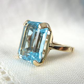 A Fine Natural 9.5 Carat Emerald Cut Blue Topaz in 14kt Yellow Gold Ring - Celeste