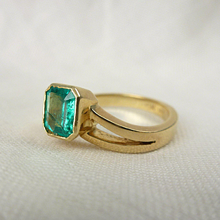 A Bright Natural Emerald in an 18kt Yellow Gold Unique Engagement Ring - Sophia