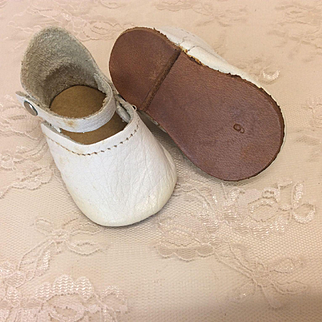 Nice Older White leather Shoes 3""