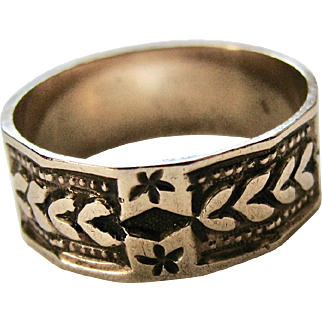 Antique Patterned Solid Gold Ring with interesting bevelled edges - Victorian Edwardian Era - Good Condition -US Size 7.5 UK/Aust Size O 1/2