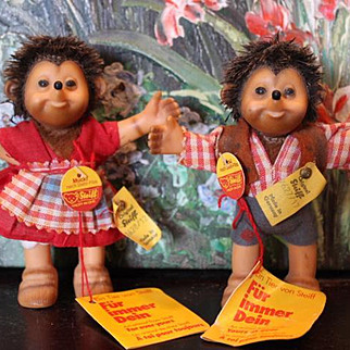 """1950's Steiff pair, Mucki & Micki Hedgehog, hedgehogs, All tags intact, made of rubber, spike hair, Made in Germany, #7628/12 & #7627/17 on the tags. Almost 5"""" tall in size. Great!"""