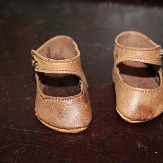 "Nice pair of brown leather old doll shoes, fits a 2 1/4"" long  X 1 1/4"" wide foot.  One shoe does have 2 stains on the front of the shoe."