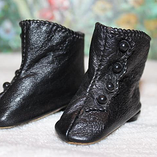 """Black leather doll boots, shoes for your dolls. 2 3/4"""" long X 1"""" wide in size. Great condition! Heels and shoe buttons. Doll  Accessories"""