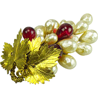 Louis Rousselet gilt leaf and glass pearl fur clip