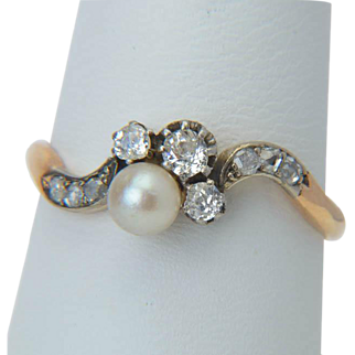 Antique diamond ring Art Nouveau / Victorian 18 k reddish gold and silver top diamond and pearl engagement ring circa 1890s