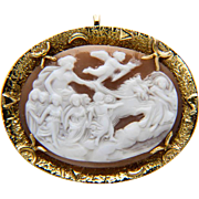 "Vintage Shell cameo brooch / pendant ""Aurora bringing light to the world"" 18 k yellow gold"